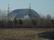 Před černobylskou elektrárnou - nový sarkofág