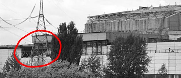 Na turbínové hale 4 reaktoru se částečně zřítila zeď