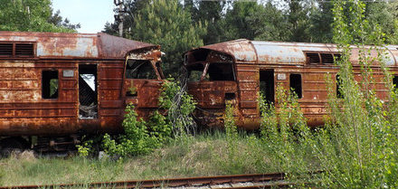 Obec a železniční stanice Janov