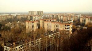 Výhled ze střechy 16-patrového paneláku