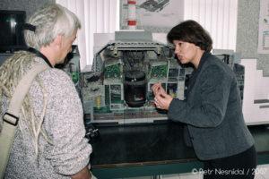 Paní Julija v infocentru Černobylské elektrárny