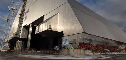 V Černobylu přesouvají nový sarkofág