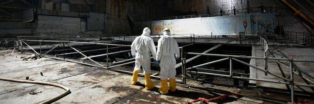 V Černobylu rozebírají střechu turbínové haly čtvrtého bloku