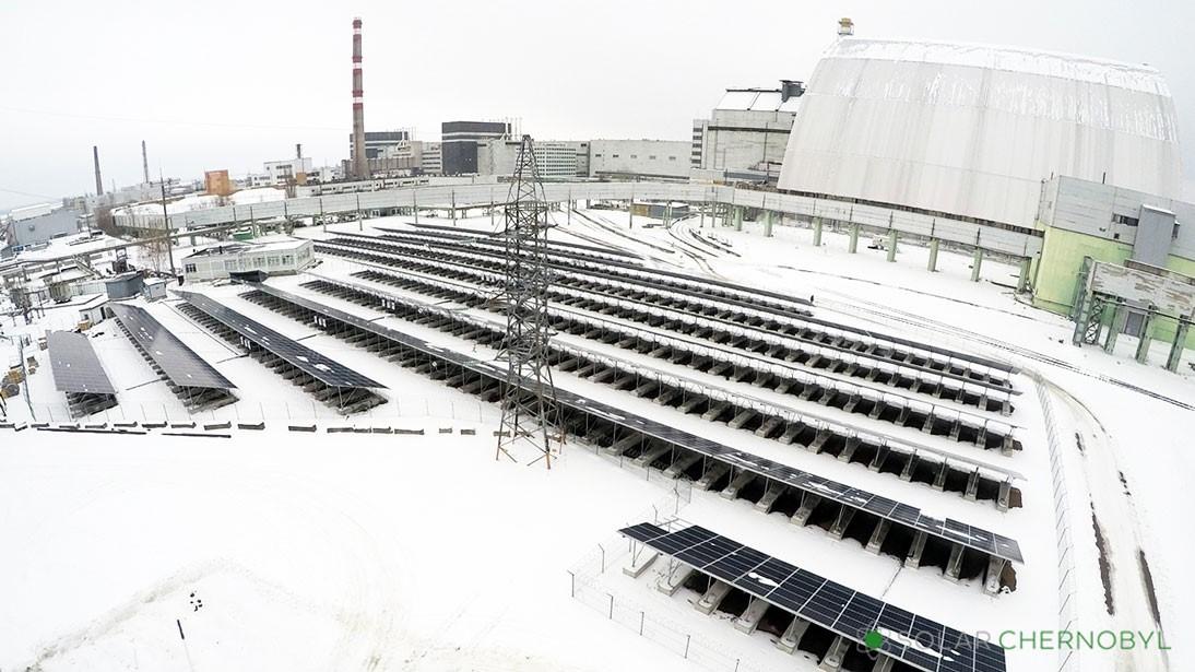 První větší fotovoltaická elektrárna o výkonu 1 MW začala v Černobylu pracovat v roce 2018 (zdroj Solar Chernobyl)