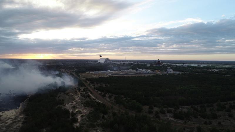 Likvidace lesního požáru v zakázané zóně okolo Černobylské jaderné elektrárny v červnu 2018 (zdroj Ukrajinská státní služba pro mimořádné události dsns.gov.ua)